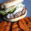 Burger mit Ziegenkäse und Süßkartoffeltaler