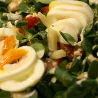 Salatvariationen und selbstgemachtes Dressing