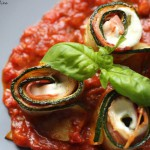 Zucchinirollen in Tomatensauce (Low Carb)