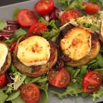 Salat mit überbackenen Ziegenkäsetürmchen