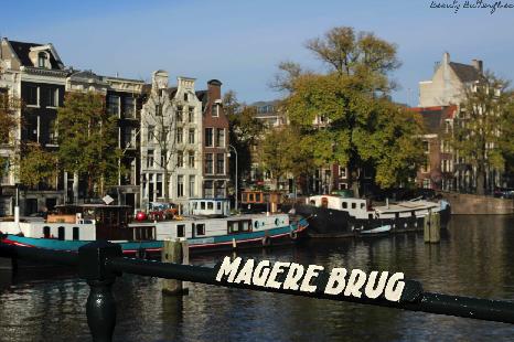 travelguide amsterdam wohnen auf einem hausboot und. Black Bedroom Furniture Sets. Home Design Ideas