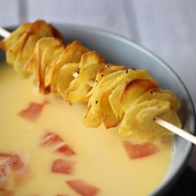 Weiße Tomatensuppe mit Kartoffelchips