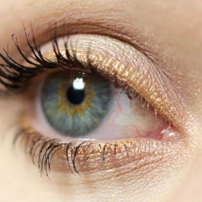 [Türchen #18] Christmas Look – Golden Eye(liner)