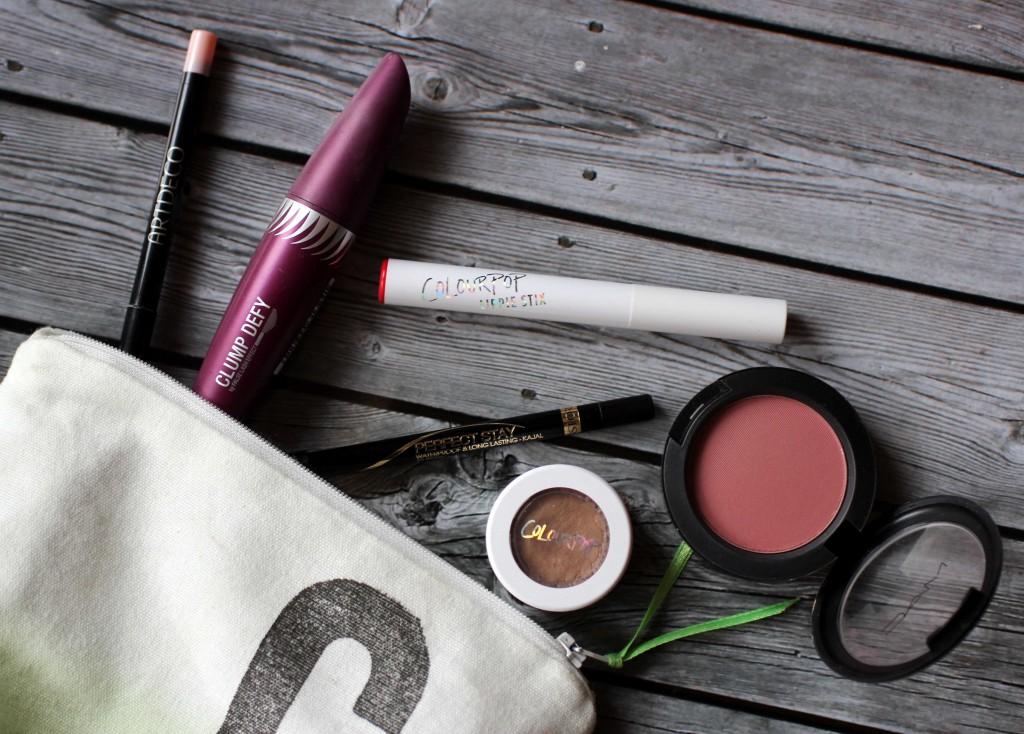 Alltagslook mit roten Lippen - Produkte