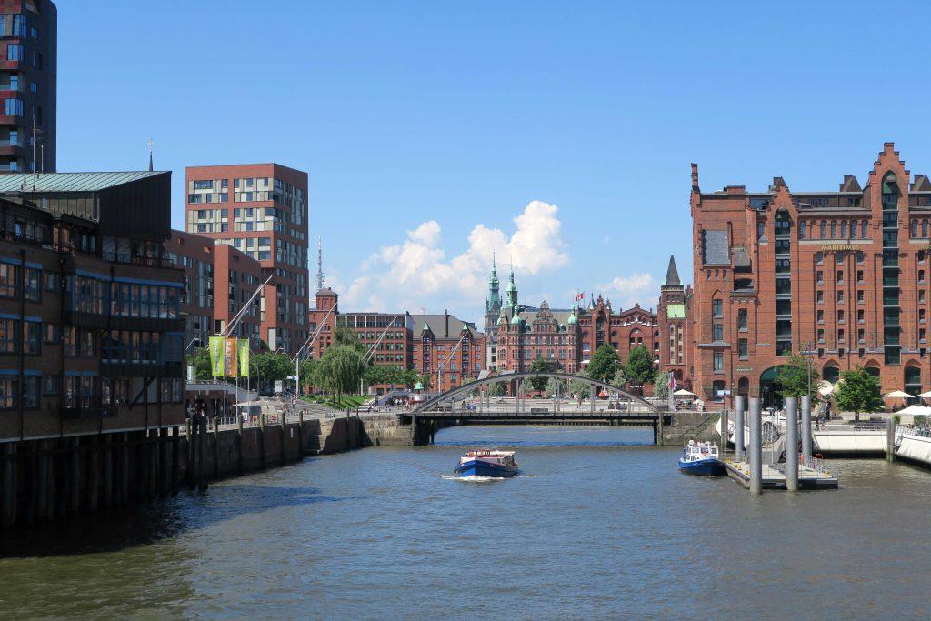 10 Samstag in Hamburg Hafencity Speicherstadt Hafenrundfahrt Elbe Fluss