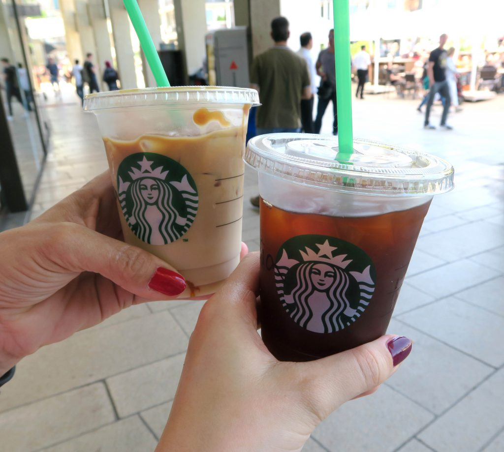 9 Samstag in Hamburg Europapassage Starbucks Kaffee