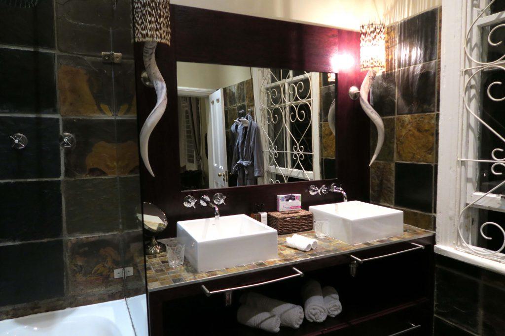 1c Jardin d'ebene Cape Town Southafrica Bathroom -  www.beautybutterflies.de