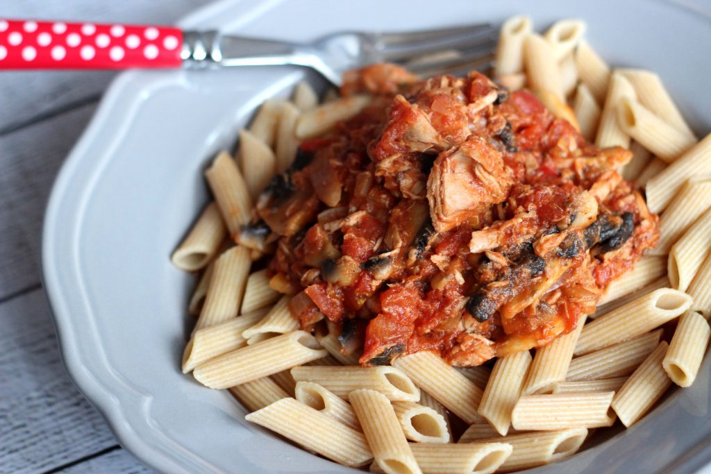 Pasta mit Thunfisch Tomaten sauce