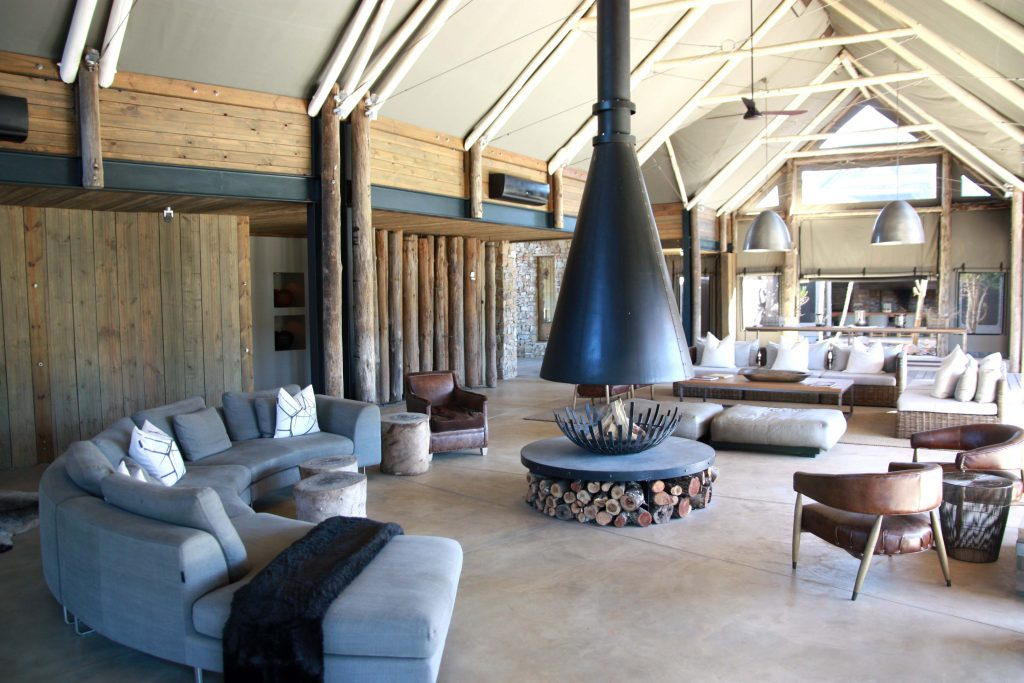 Kariega Private Game Reserve - Settlers Drift Lounge - www.beautybutterflies.de
