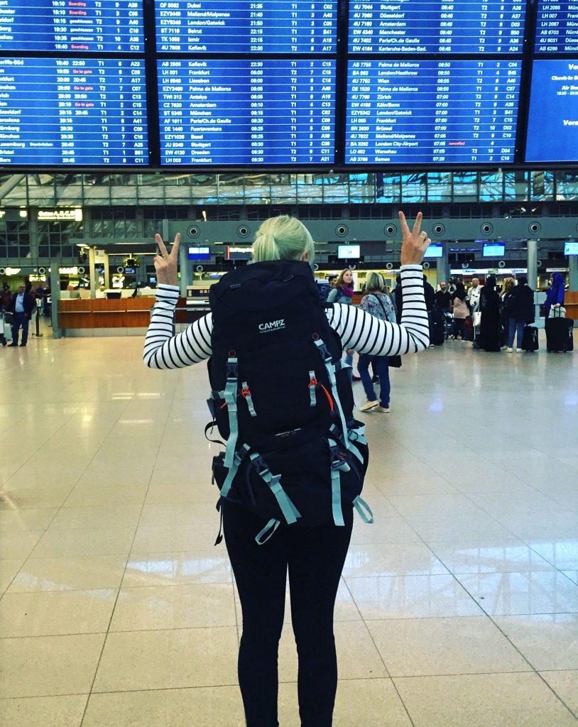 island-roadtrip-airport-flughafen-rucksack-www-beautybutterflies-de