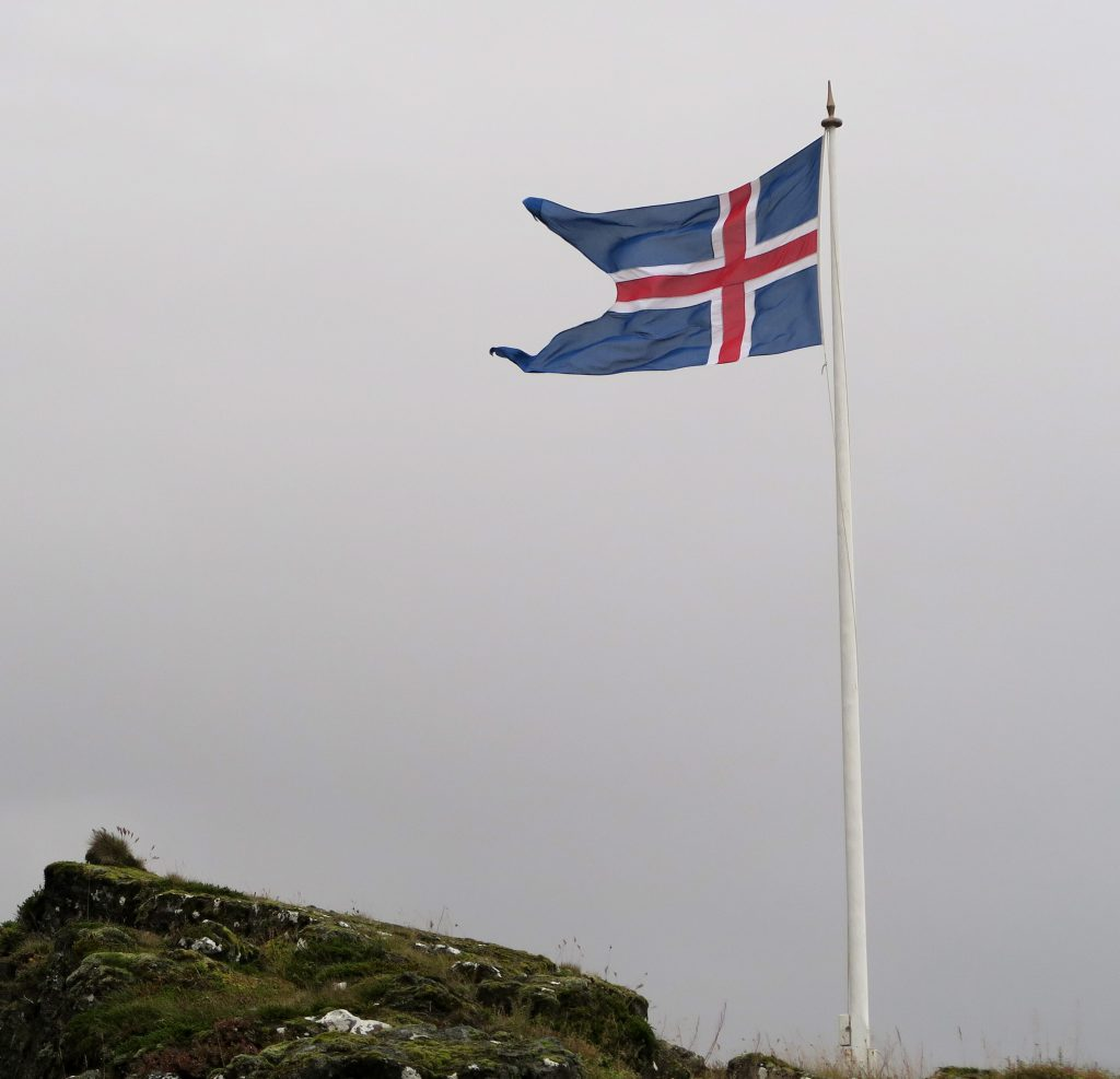 island-roadtrip-flagge-iceland-fahne-nationalfarben-www-beautybutterflies-de