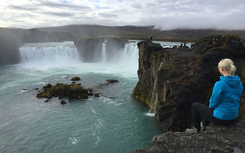 island-roadtrip-godafoss-waterfall-iceland-www-beautybutterflies-de
