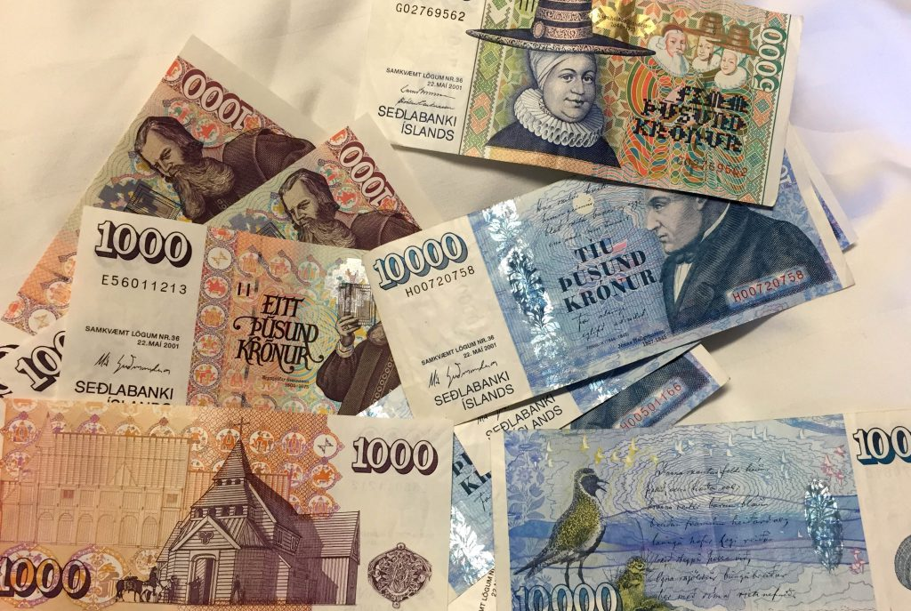 island-roadtrip-waehrung-geld-currency-scheine-www-beautybutterflies-de