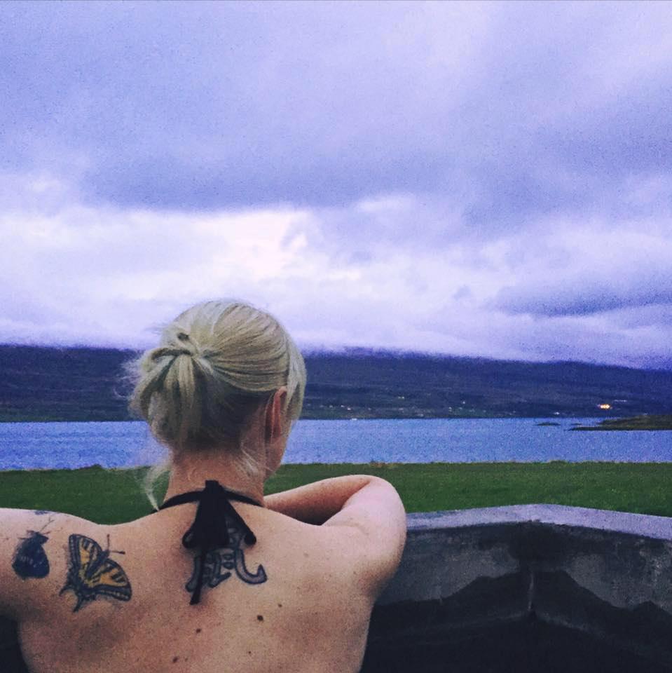 4-skjaldarvik-guest-house-akureyri-hot-tub-www-beautybutterflies-de
