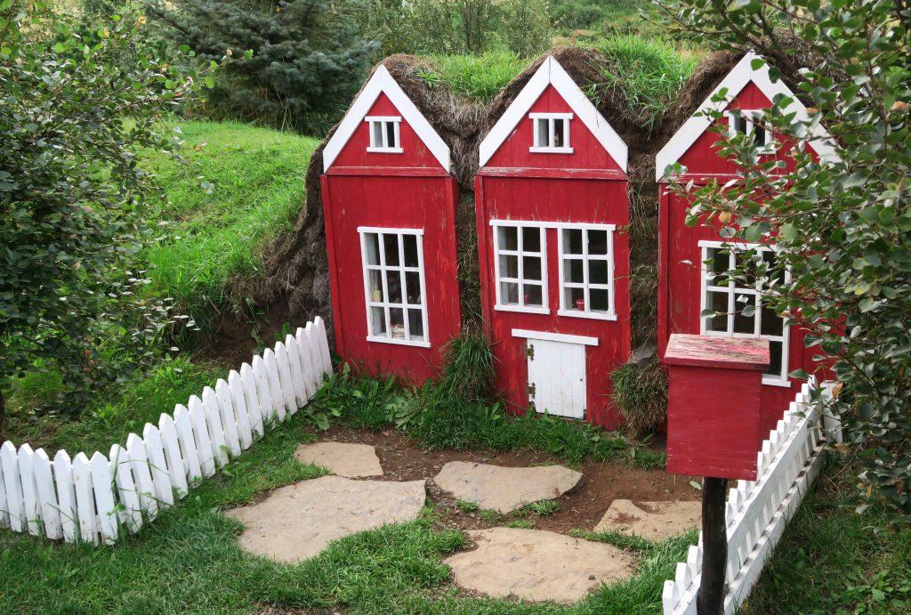 5-the-christmas-garden-jolagardurinn-akureyri-iceland-elfenhaus-www-beautybutterflies-de
