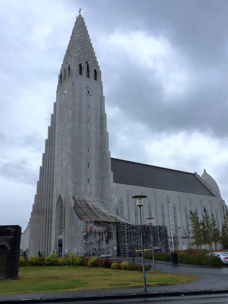 14a-reykjavik-hip-island-iceland-kirche-hallgrimskirkja-www-beautybutterflies-de