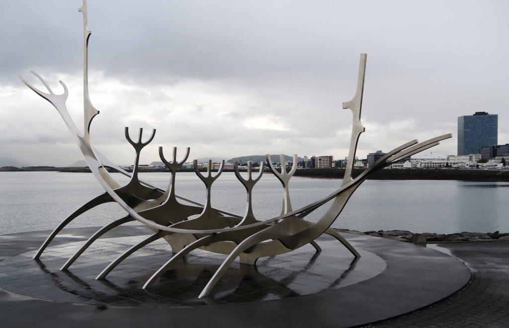 15-reykjavik-hip-island-iceland-skulptur-sonnenfahrt-www-beautybutterflies-de