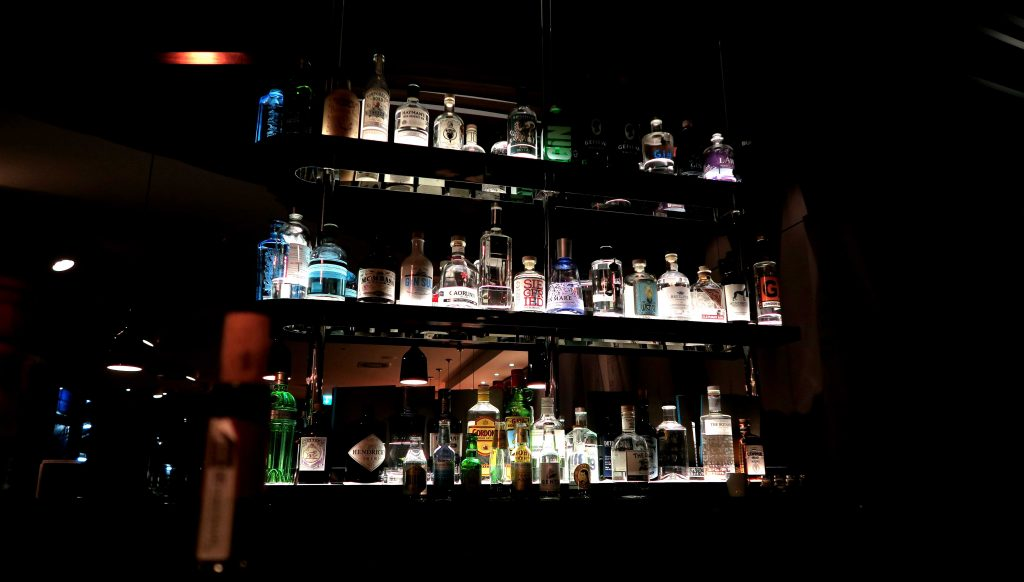 motel-one-hamburg-alster-gin-bar-gin-tonic-2-www-beautybutterflies-de