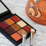 Wie trage ich roten Lidschatten? – Huda Beauty Warm Brown Obsessions Palette